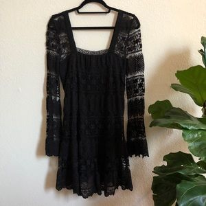 Black Lace Bell-Sleeved Dress